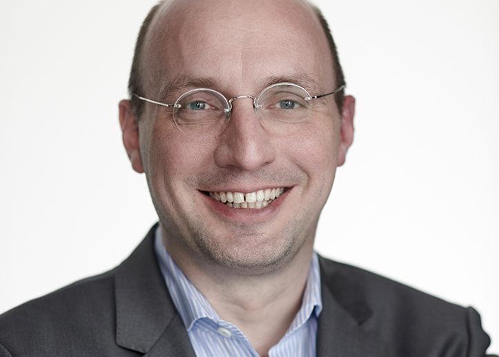 Portraitfoto von Roland Bös